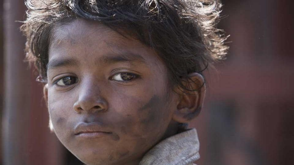 The advertisement in Los Angeles Times featured Indian child actor, Sunny Pawar who plays young Saroo Brierley in the movie.