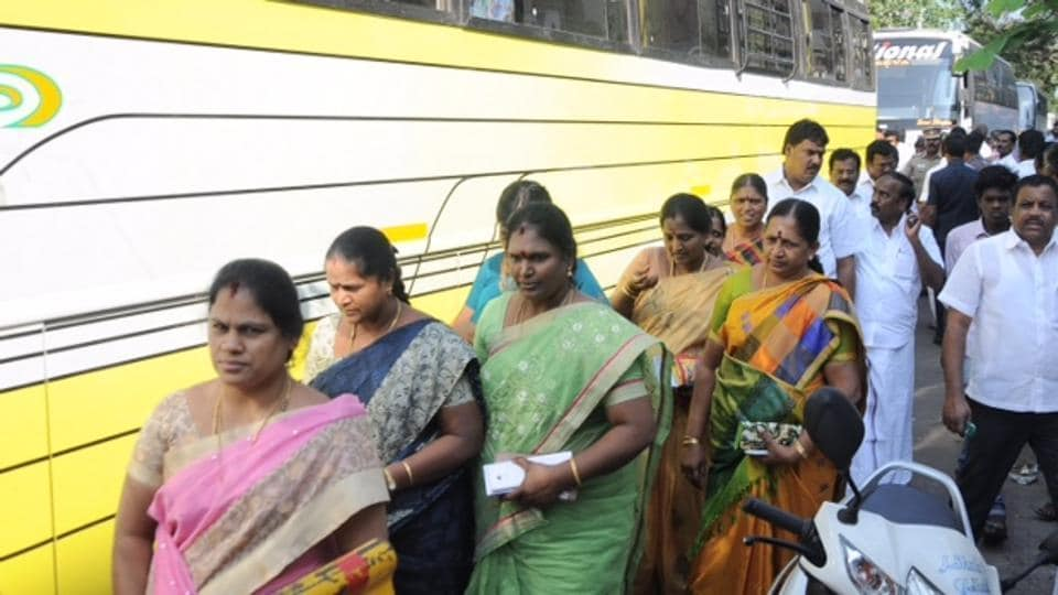 Tamil Nadu politics,Sasikala,O Panneerselvam