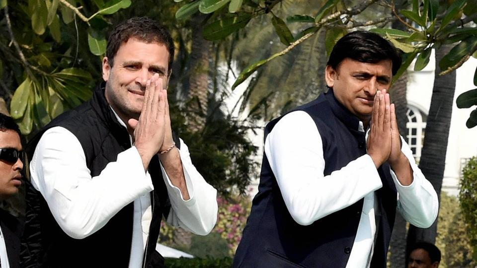 Uttar Pradesh CM Akhilesh Yadav and Congress vice-president Rahul Gandhi gesture during a joint press conference in Lucknow on Saturday.