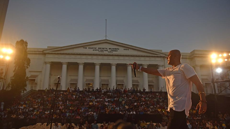 Singer Baba Sehgal enthrals the crowd at the festival. (Pratham Gokhale/HT PHOTO)