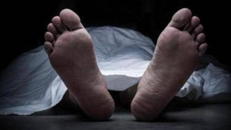 Bank employee,Commits suicide,Note exchange allegations