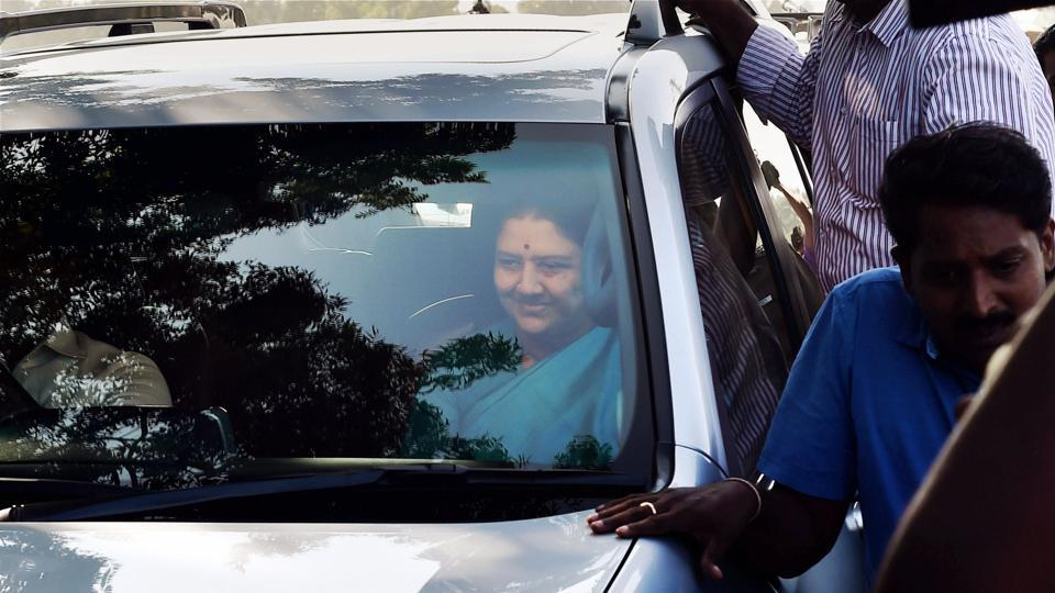 VK Sasikala's SOS Drive To Meet AIADMK Legislators For Appeal of Support