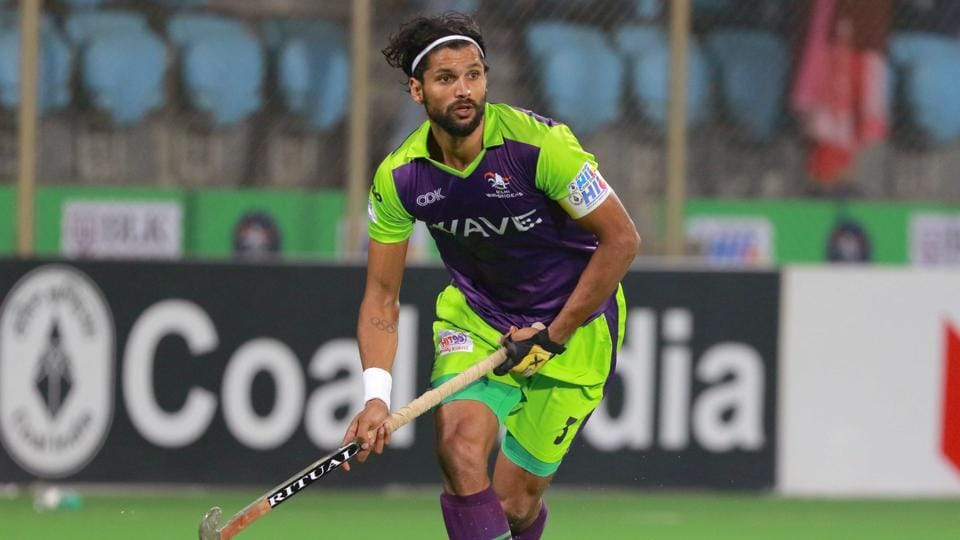 Delhi Waveriders skipper Rupinderpal Singh converted a crucial penalty corner to lead the hosts to a convincing 4-2 win over Kalinga Lancers in the Hockey India League on Sunday.