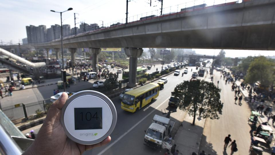 The air pollution level at the busy Anand Vihar road side on Tuesday. The DPCC monitor read 175 in Anand Vihar. The station is at a higher level so it catches pollutants from all three major sources — railway station, bus terminus and road side.