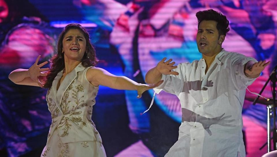 Actors Alia Bhatt and Varun Dhawan during the closing ceremony of the HT Kala Ghoda Arts Festival in Mumbai on Sunday. (Pratik Chorge/HT PHOTO)