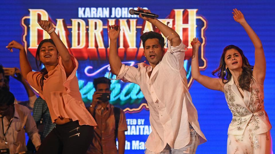 Actors Alia Bhatt and Varun Dhawan at the closing ceremony of the festival on Sunday. (Pratik Chorge/HT PHOTO)