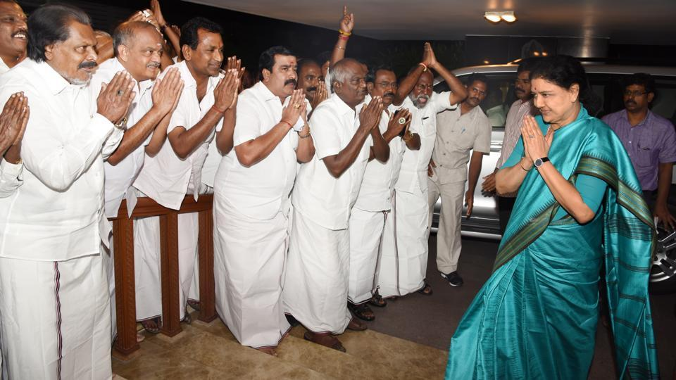 AIADMK general secretary VK Sasikala on her way to Golden Bay Resort on Saturday afternoon.