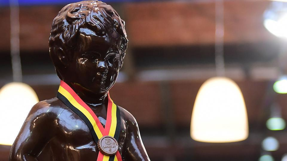 Chocolate creation featuring the Manneken Pis (Brussels' landmark small bronze sculpture) displayed on the opening day of the Brussels Chocolate Fair in the Belgian capital, Brussels.  (EMMANUEL DUNAND / AFP)