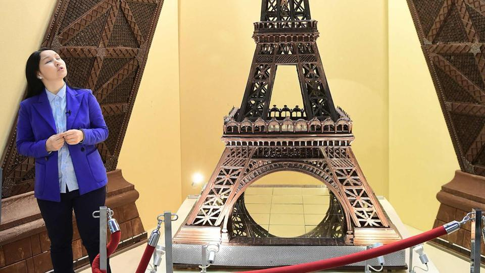 Chocolate creation, in the shape of the Eiffel Tower, displayed on the opening day of the Brussels Chocolate Fair in the Belgian capital, Brussels.   (EMMANUEL DUNAND / AFP)