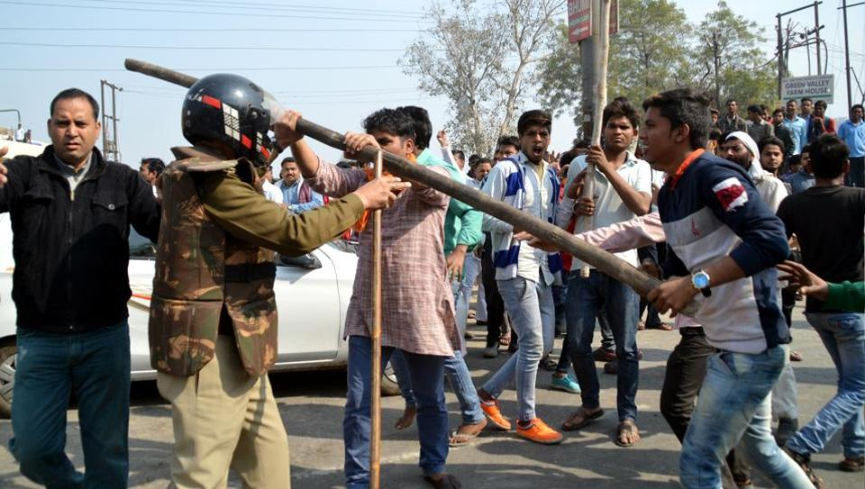 Sahibabad residents and members of Hindu Raksha Dal staged a protest and blocked the Delhi-Wazirabad Road for nearly half hour on Monday.