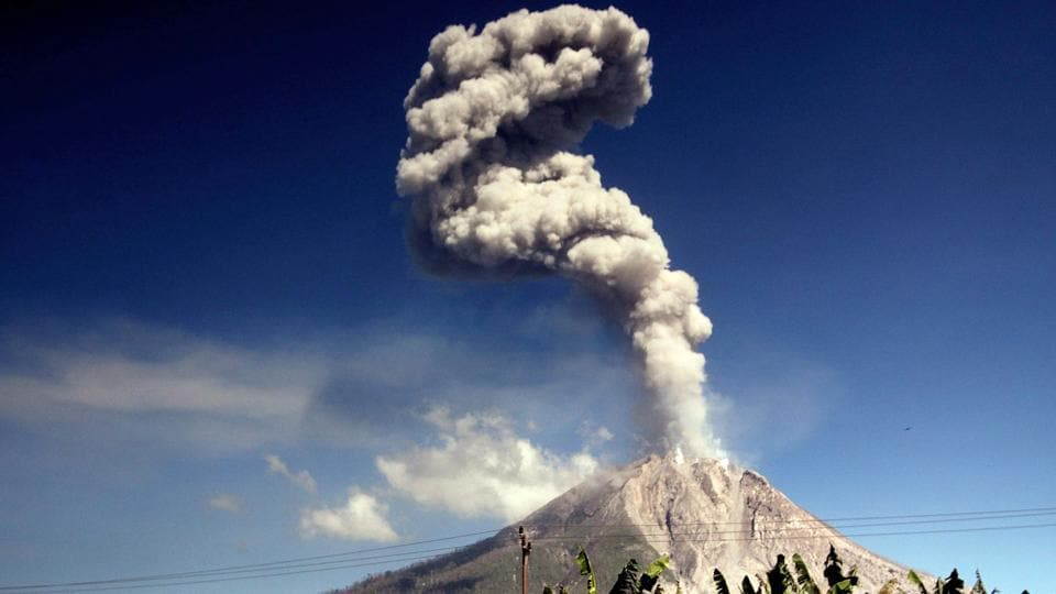 The Mount Sinabung volcano spews smoke and ash as seen from Karo district in North Sumatra province on February 11, 2017. (AFP PHOTO / ATAR)