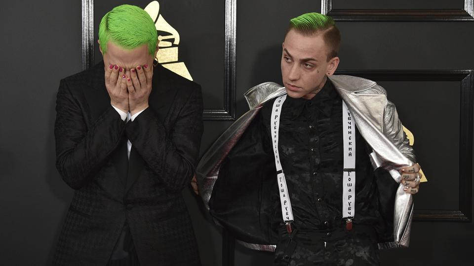 Mike Posner (left) and Blackbear arrive at the awards ceremony.  (AP)
