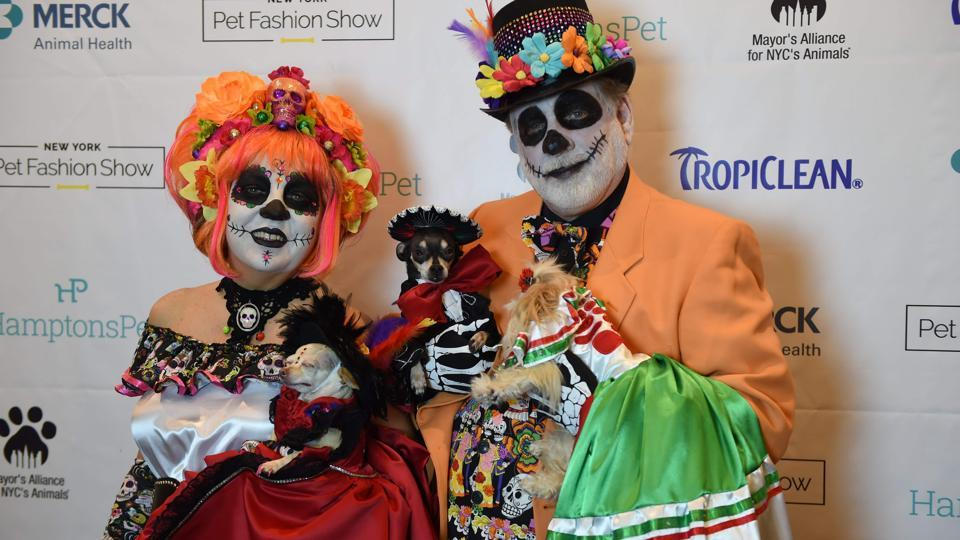 Danny and Amy Cox, representing Mexico in the World Fashion Presents segment pose during the 14th Annual New York Pet Fashion Show (TIMOTHY A. CLARY / AFP)