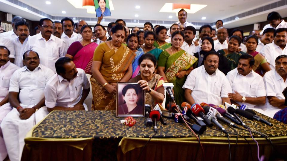 AIADMK general secretary VK Sasikala along with party MLAs at a press conference at the resort in Koovathur on Sunday.