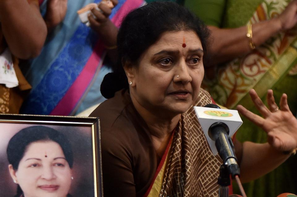 Pannerselvam,Sasikala,Tamil Nadi crisis