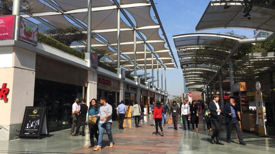 About 34 pubs and bars in Gurgaon's DLFCyberHub face an uncertain future after the SC mandated that sale of liquor will not be allowed within 500 metres of national and state highways.