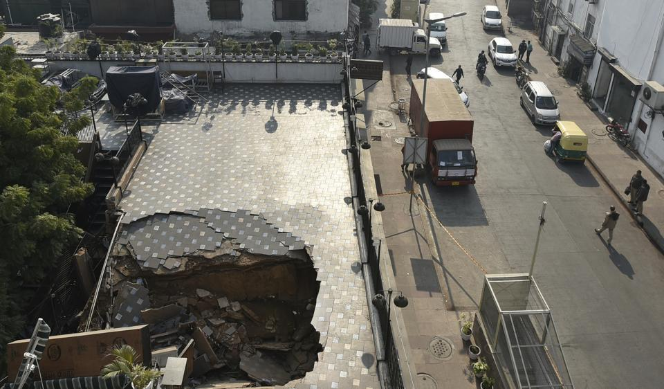 CP building collapse,Connaught Place cafe,cafe rooftop collapse