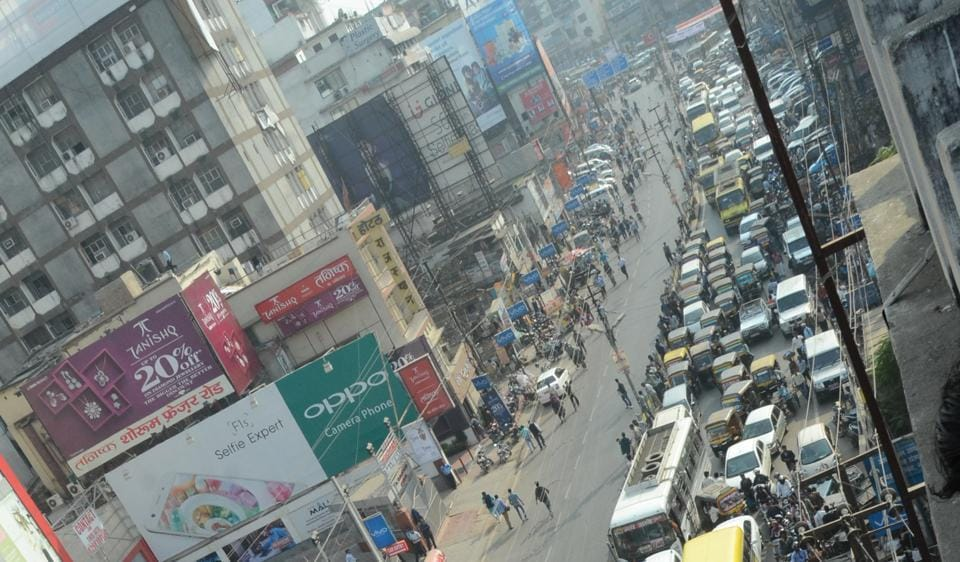 A long queue of vehicles on Fraser Road after intermediate examinees blocked the road when they did not get admit cards in Patna.