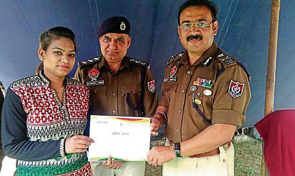 Police commissioner Arpit Shukla giving an appreciation certificate to Anju in Jalandhar on Tuesday.