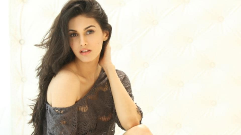 Amrya Dastur is currently shooting with Santhanam for her upcoming Tamil film.