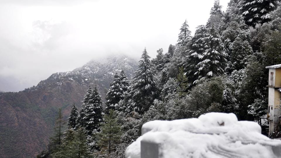 There were 479 polling stations in the hill state of Uttarakhand that fell in snow-covered areas.