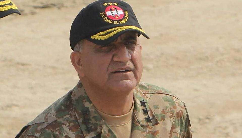 In this photograph taken on November 16, 2016, Pakistani Army General Qamar Javed Bajwa arrives to attend a military exercise on the Indian border in Khairpure Tamay Wali in Bahawalpur district.