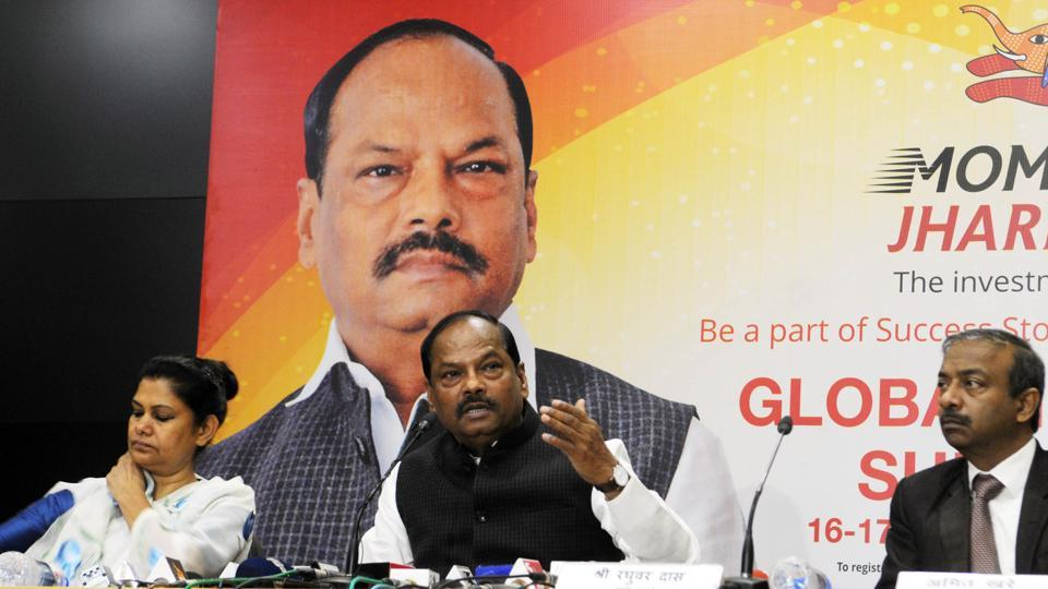 Chief Minister Raghubar Das addressing media and bureaucrats at Project building secretariat in Ranchi on Tuesday