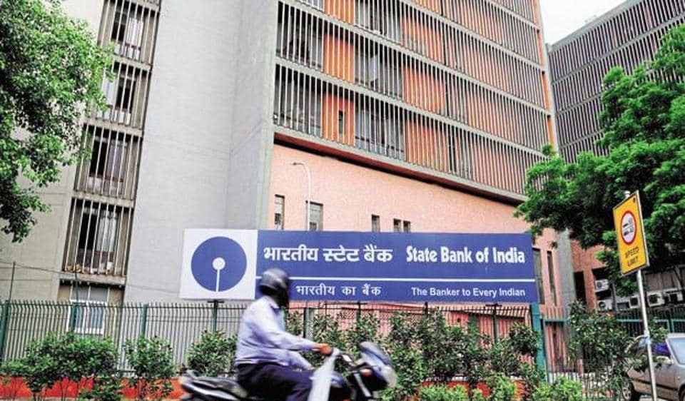 Shares of SBI and its associates rose sharply after the government announced the consolidation of public banks.