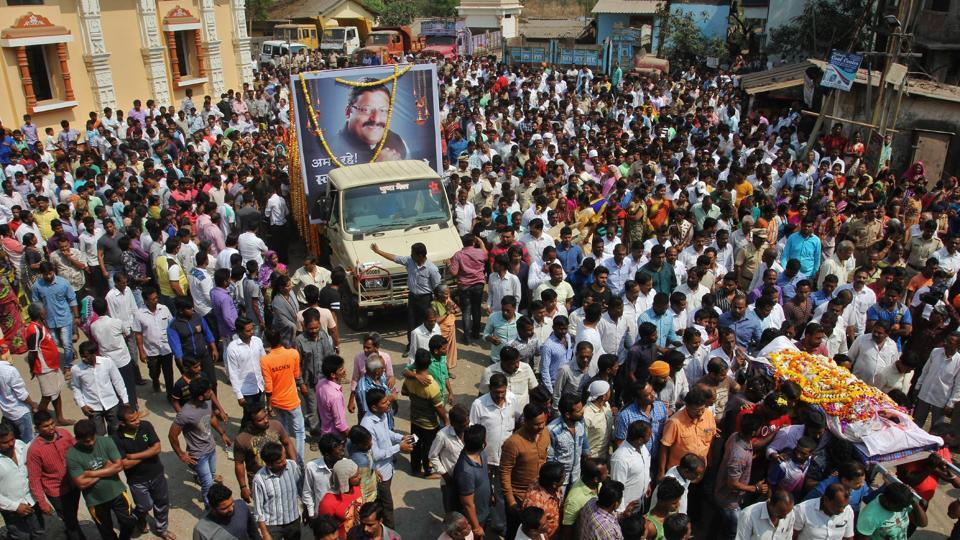 Hundreds throng the funeral procession of corporator Manoj Mhatre at Kalwar village on Wednesday.