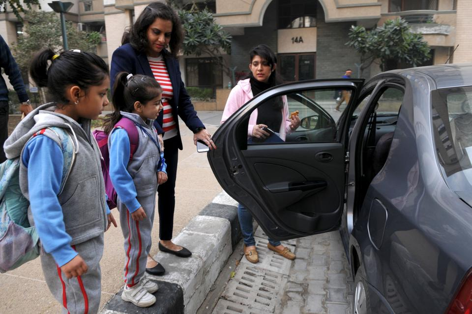 After the proposed ban on private school vans, parents have decided to come together and use carpooling to pick and drop children from schools.