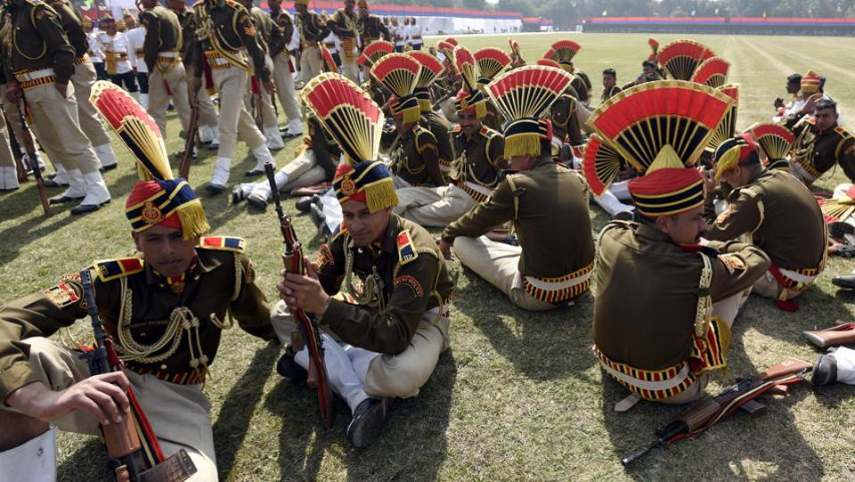 Delhi Police personnel rest after the parade. The total sanctioned strength of Delhi Police is around 84,500 but only close to 77,600 of these posts filled. (Sonu Mehta/HT PHOTO)