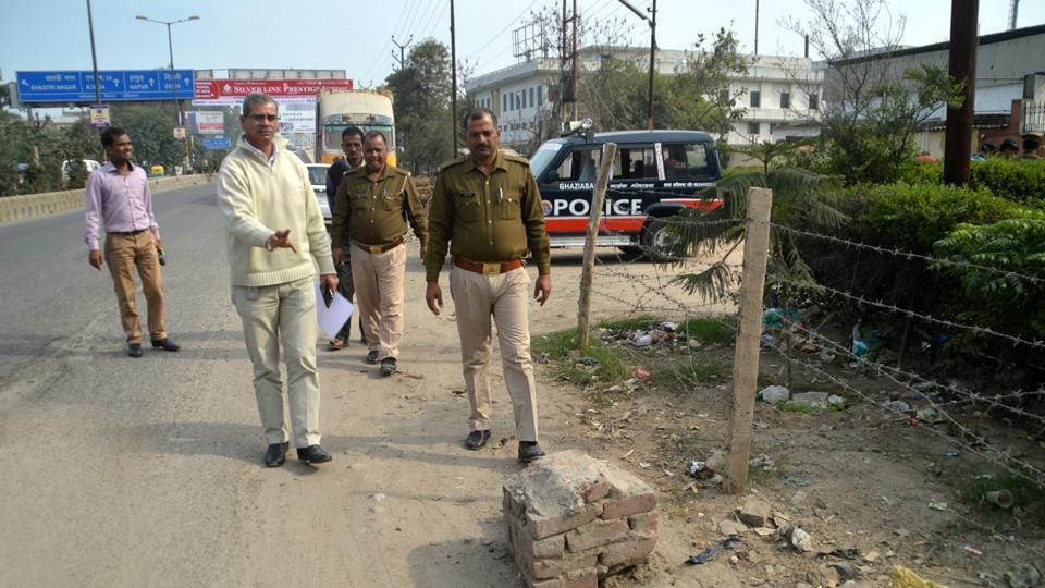 Police inspect the spot in Kavi Nagar from where the cash collection agent claimed to be robbed.