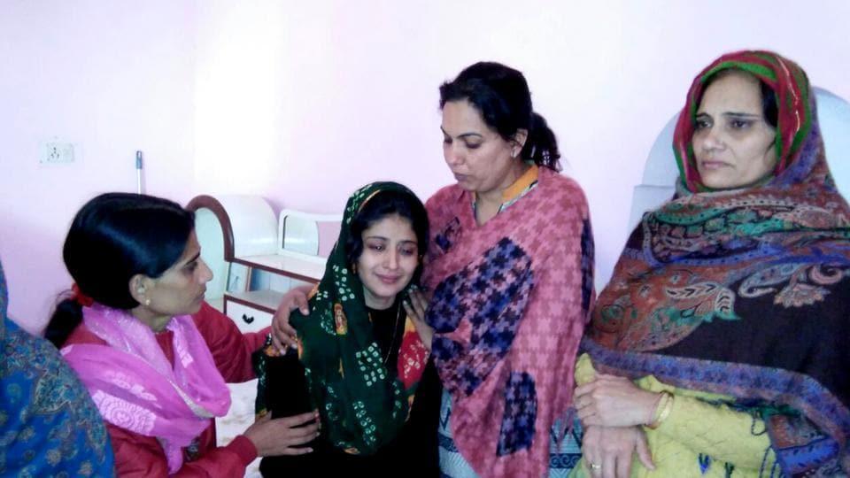 Major Satish Dahiya's wife Sujata being consoled by her family members at Banihari in Mahendragarh district.