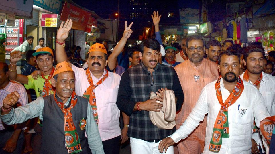 Delhi BJP president Manoj Tiwari at a campaign rally for the BMC election at Poisar,