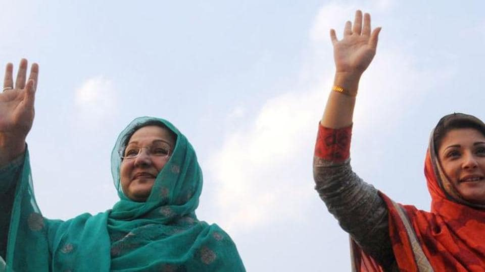 Daughter of Pakistan's Prime Minister Nawaz Sharif, Maryam Nawaz (R), and her mother Kulsoom Nawaz.