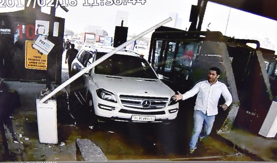 An image captured by the CCTV camera shows the Mercedes in which the accused arrived.