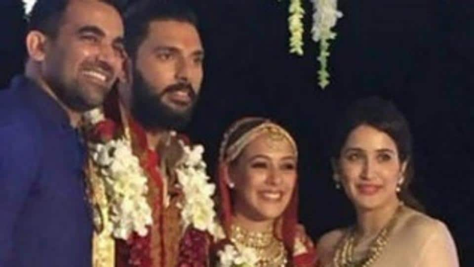 Zaheer Khan and actress Sagarika Ghatge were seen together in Yuvraj Singh-Hazel Keech's wedding.