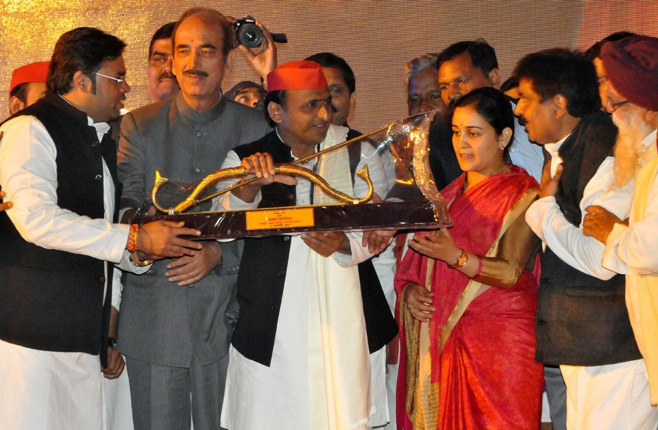 UP chief minister Akhilesh Yadav with SP candidate from Lucknow Cantonment, Aparna Yadav, and Congress leader Ghulam Nabi Azad in Lucknow on Thursday.