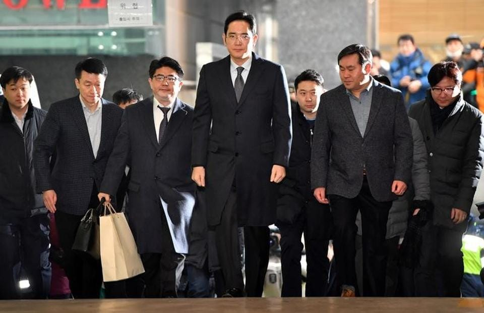 Lee Jae-yong (C), vice chairman of Samsung Electronics, arrives to be questioned as a suspect in a corruption scandal that led to the impeachment of President Park Geun-Hye, at the office of the independent counsel in Seoul on February 13, 2017