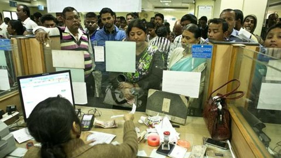 File photo of people depositing discontinued notes on the last day of a window set by the government.