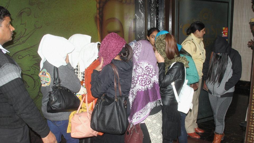 Police bust sex racket in Jaipur, arrest doctor, four girls | india