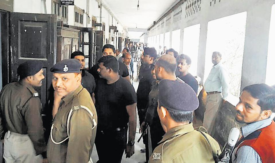 Securitymen outside the courtroom at Chapra in Bihar during Sohail Hingora's deposition in his abduction case