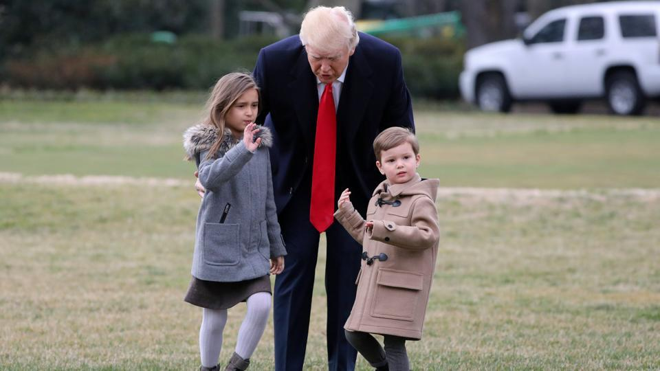 US President Donald Trump walks with his grandchildren Arabella and Joseph to Marine One upon his departure from the White House in Washington, US on February 17, 2017.  (Carlos Barria  / REUTERS)