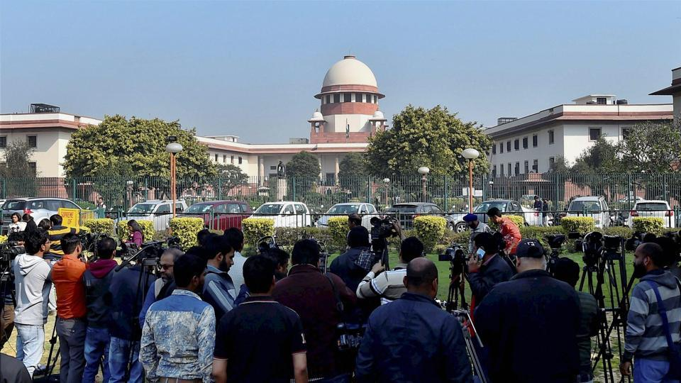 Mediapersons at the Supreme Court of India in New Delhi on Tuesday. PTI Photo by Kamal Singh(PTI2_14_2017_000129b)