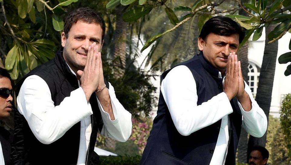 Uttar Pradesh chief minister Akhilesh Yadav with Congress vice-president Rahul Gandhi during a joint press conference in Lucknow.