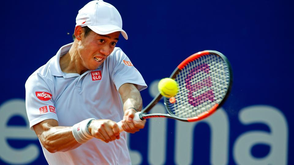 Japan's tennis player Kei Nishikori returns the ball to Argentina's Carlos Berlocq during their Argentina Open semifinal singles match at the Lawn Tennis Club in Buenos Aires on February 18, 2017. / AFP PHOTO / Alejandro PAGNI