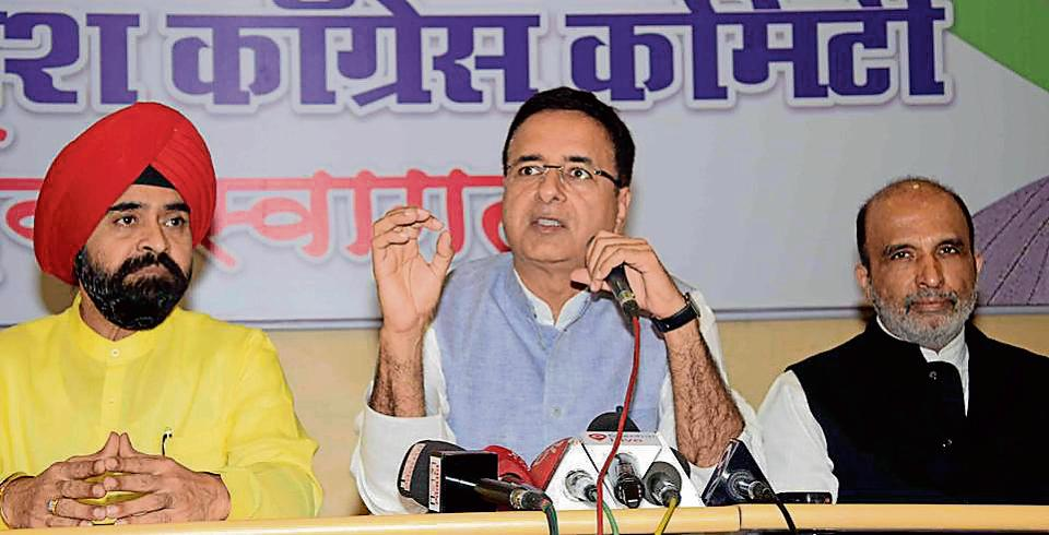The Congress on Sunday asked the warring Shiv Sena and BJP to give a solemn commitment to the citizens that they will not join hands after the BMC elections to share the spoils of power.