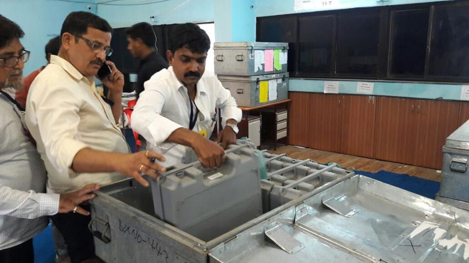 ALLSET:Officials check the arrangements for the elections in Mumbai and Thane on February 21. (PRAFUL GANGURDE)