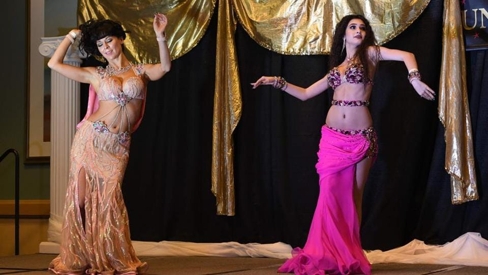 Belly Dancer Kristina Mnoyan of Russia (R) competes in the Taxsim category of the 2017. (Mark RALSTON / AFP)