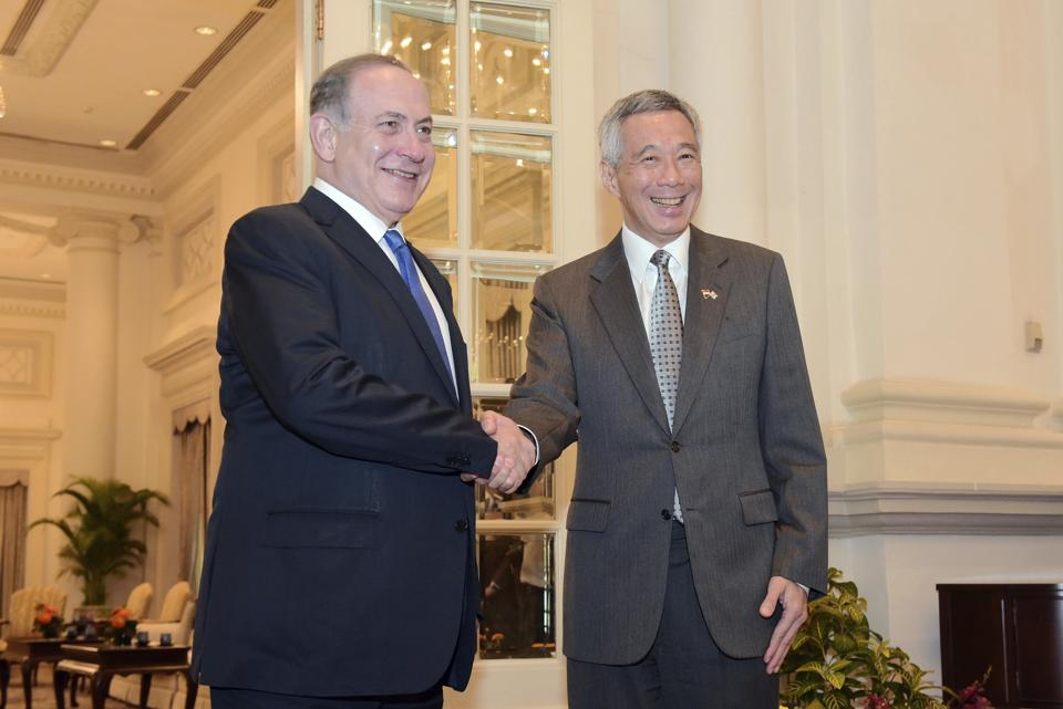 Israeli PM Benjamin Netanyahu (left) poses with Singapore PM Lee Hsien Loong at the Istana presidential palace in Singapore on Monday.